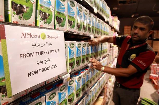Турция начала поставки продуктов в Катар