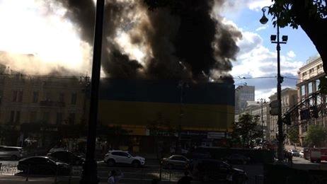 ДСНС: пожежу убудівлі наХрещатику вцентрі Києва локалізували