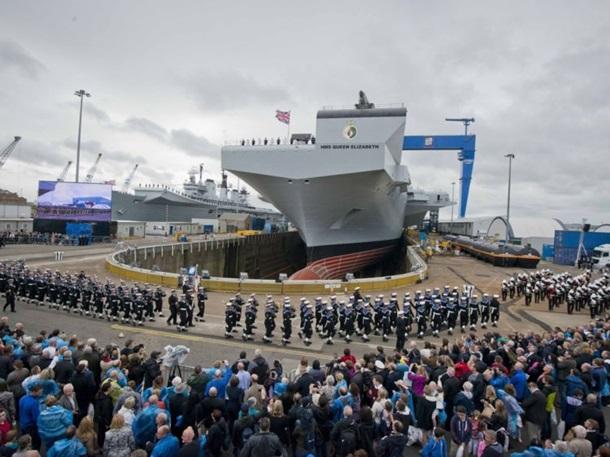 Крупнейший корабль ВМС Англии впервый раз отправится вплавание