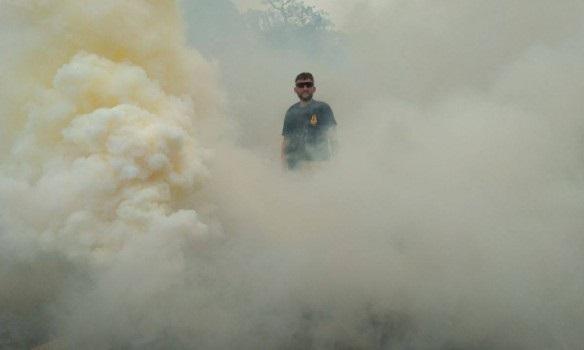 Под парламентом горят дымовые шашки