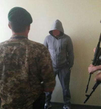 Ваэропорту «Херсон» задержали жителя России, которого заубийство разыскивал Интерпол