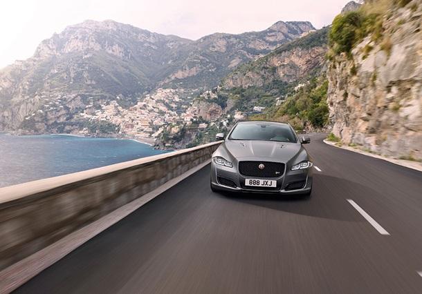Jaguar XJR575 фото