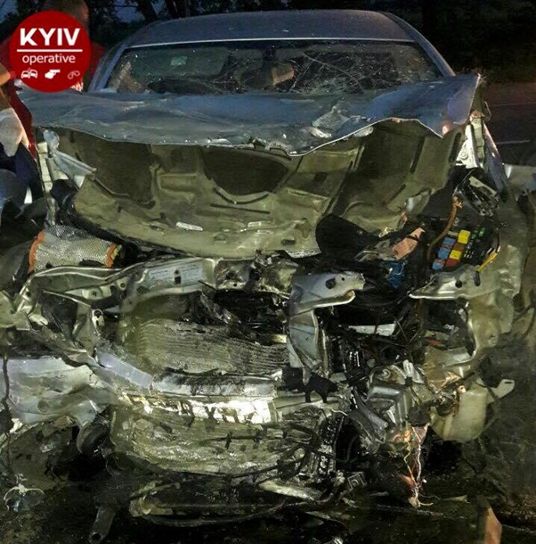 Шесть человек погибли при лобовом столкновении авто вКиевской области