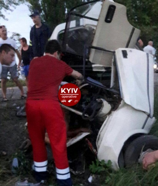 В итоге  лобового столкновения наБориспольской окружной дороге погибли семь человек