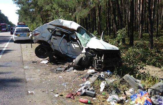 На Рівненщині зіткнулись дві автівки: п'ятеро загиблих і троє поранених