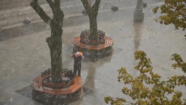ВоЛьвове прошел сильный град, затоплены улицы
