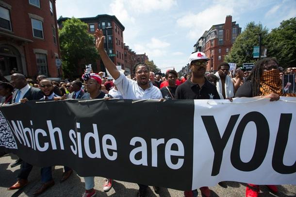 Тысячи человек вышли вБостоне наакцию против митинга засвободу слова