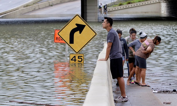 Ураган Харви вызвал крупное наводнение в Хьюстоне