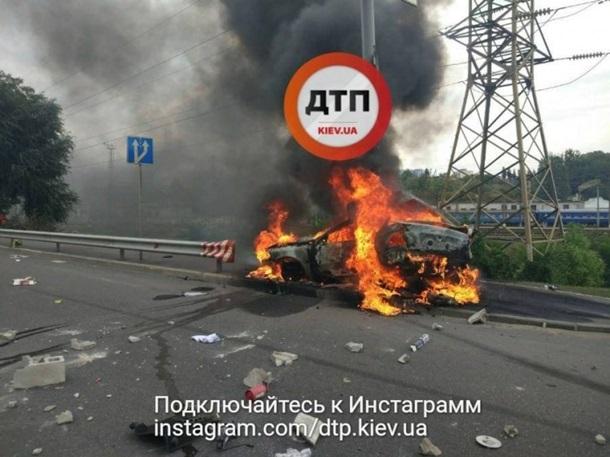 Трэш вКиеве: авто взорвалось исгорело