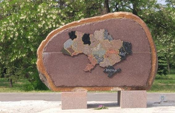 ВНикополе задержали вандала, осквернившего монумент солдатам АТО