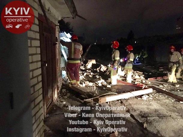 Ночью встолице обрушились три гаража