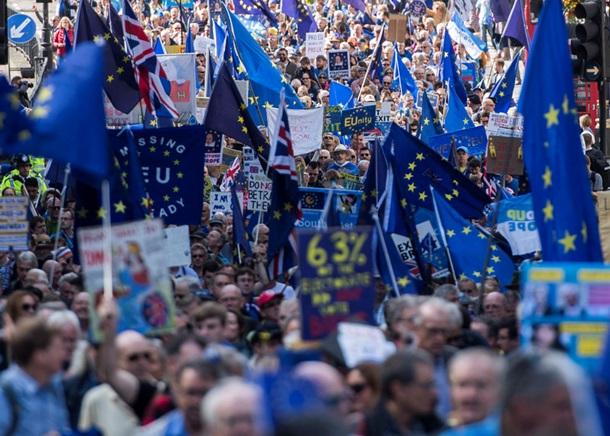 Массовая акция протеста встолице Англии против Brexit