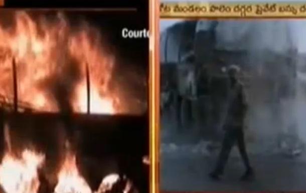 В Индии при столкновении автобуса с цистерной с нефтью погибли 45 человек