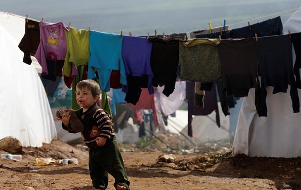 Голодающие жители покидают осажденный пригород Дамаска