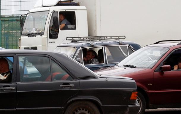 На украинско-российской границе застряли несколько сотен грузовиков