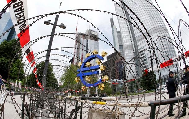 Гривна открыла межбанковский ноябрь, подмяв евро