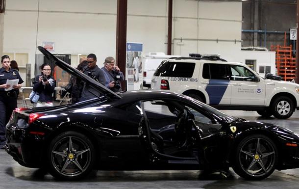 В США грузовик раздавил неправильно припаркованный Ferrari