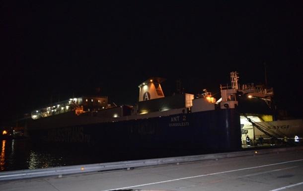 Под Севастополем горел паром с сотней человек на борту