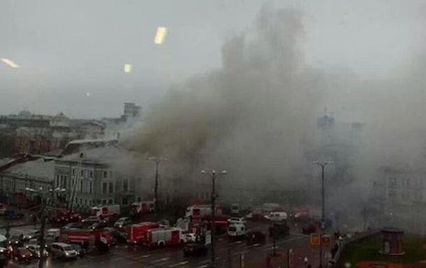 В Москве произошел пожар в театре Школа современной пьесы. В центре города ограничено движение транспорта
