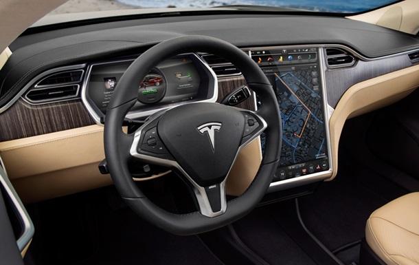 Компания Tesla Motors переманила вице-президента Apple