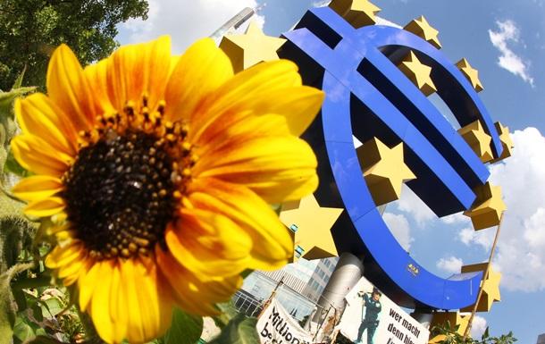 Курс валют: официальный евро потерял более 10 копеек