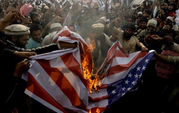В ходе антиамериканской демонстрации в Иране сожгли флаг США