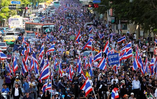 На улицы Бангкока вышли несколько десятков тысяч оппозиционеров