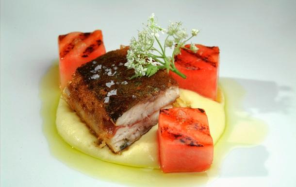 Рыбный день. Рецепт сэндвича с сельдью, балыком и арбузом от повара Свена Эрика Ренаа