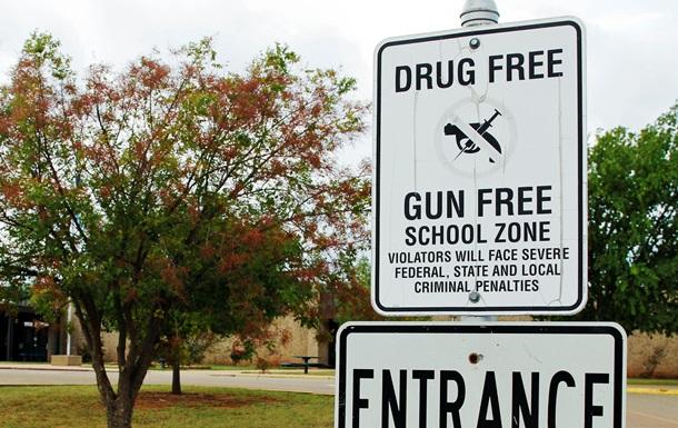 В Колорадо ворвавшиеся в школу подростки сдались спецназу, спрятав оружие