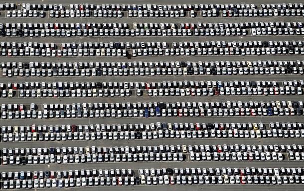 Продажи автотранспорта в Украине обвалились в октябре