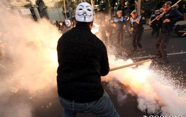 В столице Армении арестованы участники шествия Anonymous