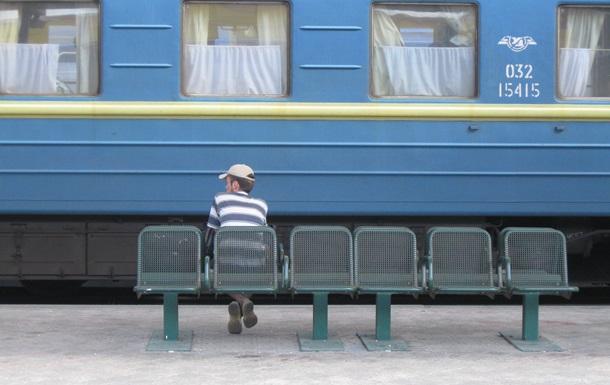В Киеве поезд сбил 19-летнего юношу