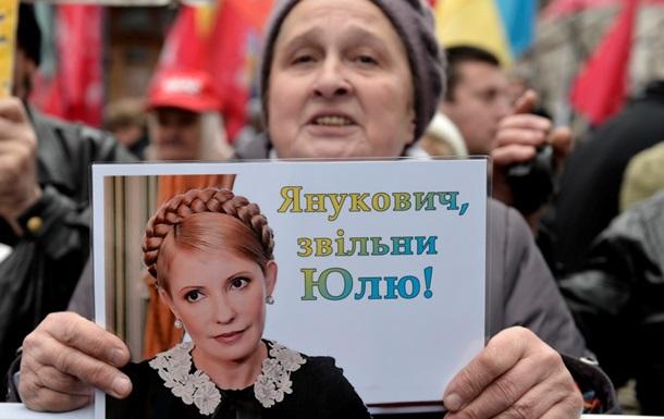 Юле - волю! Украину в Евросоюз!  - скандируют участники марша оппозиции у стен Верховной Рады.