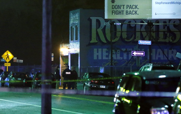 Полиция США уточнила число жертв стрельбы в парикмахерской и на остановке