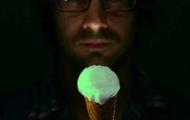 В Британии появилось светящееся мороженое