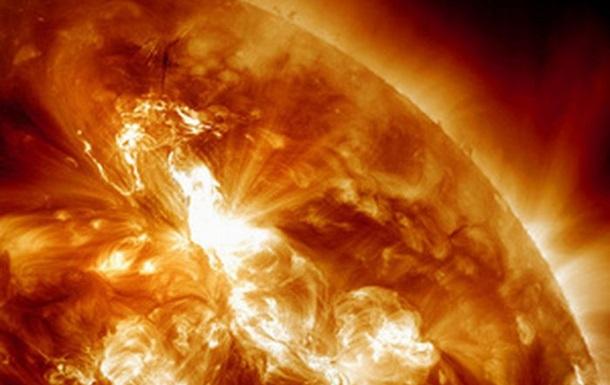 Вызванная мощной вспышкой на Солнце магнитная буря может начаться в понедельник