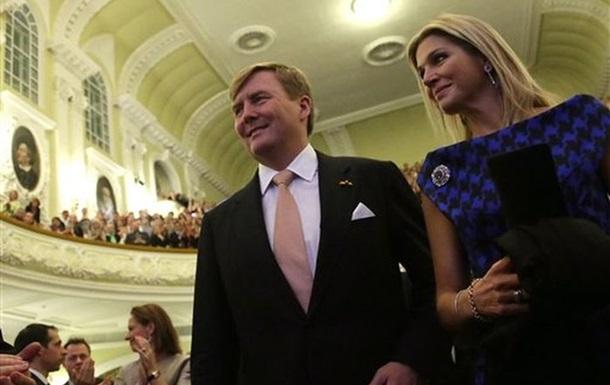 Россияне, забросавшие помидорами короля Нидерландов, отделаются административным наказанием