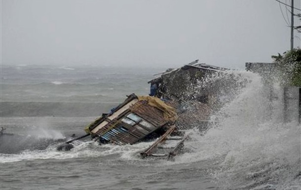 Во Вьетнаме перед приходом тайфуна эвакуированы сотни тысяч человек