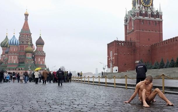 Художника, прибившего свои половые органы гвоздем к брусчатке на Красной площади, освободили
