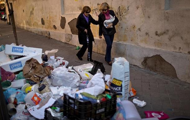 В Мадриде седьмой день продолжается забастовка мусорщиков, задержаны 14 человек