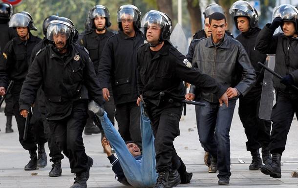 Как в начале Арабской весны: В Тунисе мужчина пытался сжечь себя напротив правительства