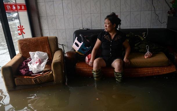 Супертайфун Хайян: более тысячи учеников и учителей блокированы в здании школы в Китае из-за паводка