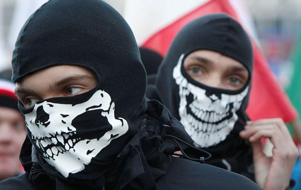 Марш националистов в Варшаве закончился беспорядками - Reuters