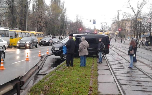 Новости Киева - ДТП - трамвай - движение - В Киеве на Фрунзе произошло два ДТП, движение трамваев приостановлено