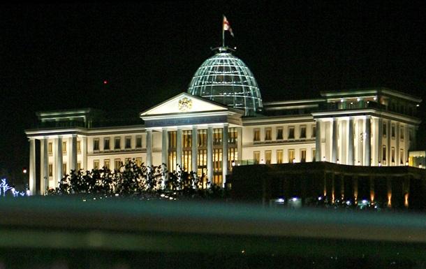 Возле резиденции президента Грузии обнаружили обнаженного полицейского без сознания с отрезанным ухом