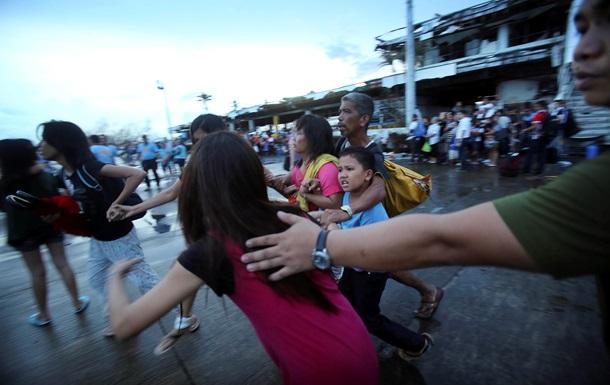 Президент Филиппин отрицает информацию о 10 тысячах жертв тайфуна Хайян