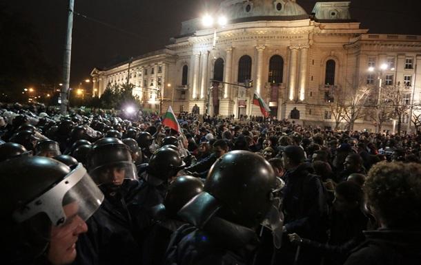 В Болгарии мирный студенческий митинг перешел в конфликт с полицией. Задержаны 12 человек