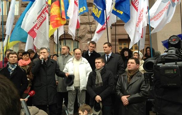 Киевсовет начал работу на фоне немногочисленной акции протеста