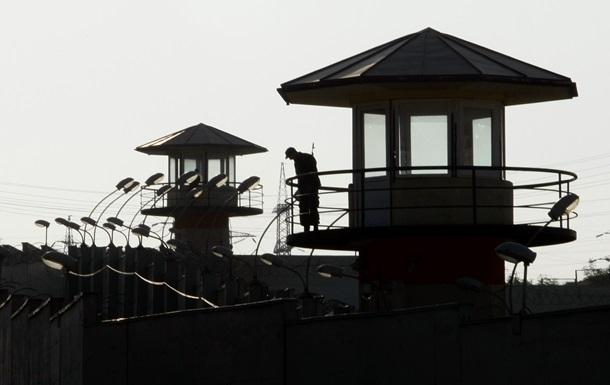 В Грузии заключенные грозят отрезать себе пальцы