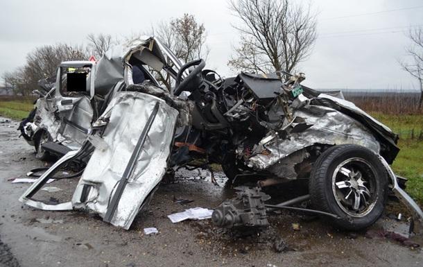 Новости Харьковской области - ДТП - грузовик - жертвы - В Харьковской области ВАЗ столкнулся с грузовиком, три человека погибли